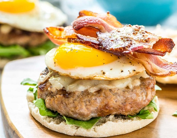 breakfast-burger-recipe-with-bacon-and-egg-888