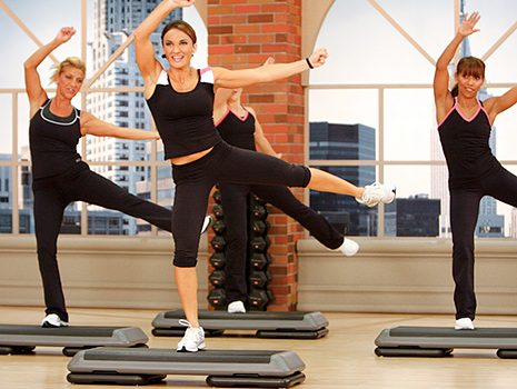 Step aerobics for weight loss is an ideal solution if you exercise for more than half an hour and keep an eye on nutrition.