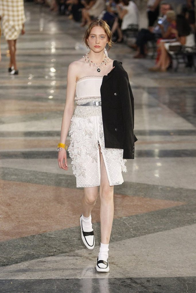 Chanel-resort-2017-52