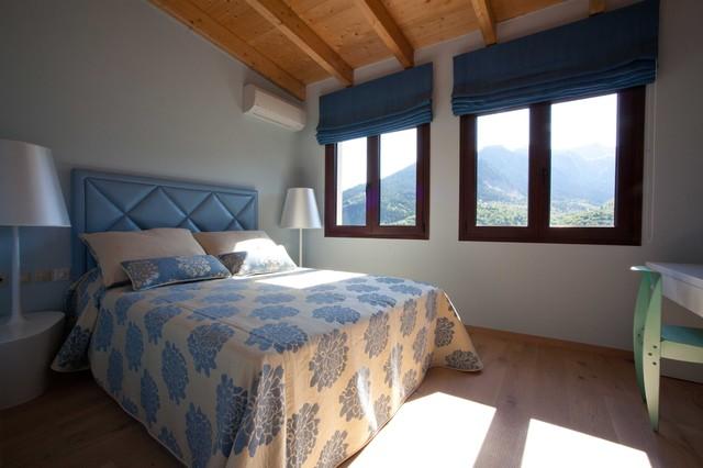 Roman- blinds- in- the -bedroom1-447