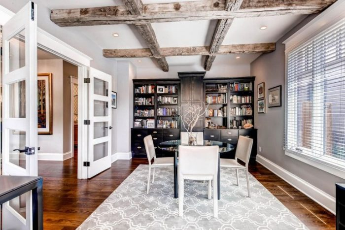 Wood- in -the- interior- of- the -apartment-555-3