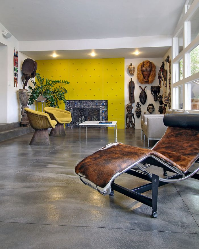 Wood- in -the- interior- of- the -apartment-555-6