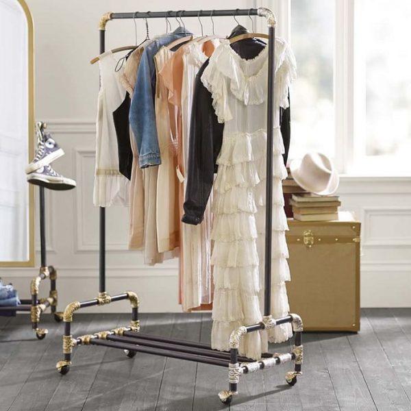 Как да оборудвам - облекло - стая - в - малка - спалня - 10