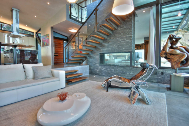 Staircase- in- the- interior -of- the -house-5
