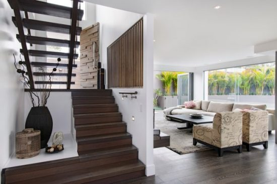 Staircase- in- the- interior- of- the- house-555-14