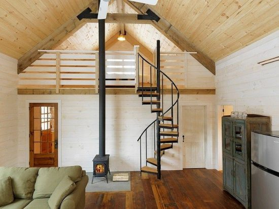 Staircase- in- the- interior- of- the- house-555-15