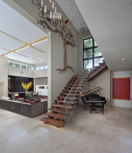 Staircase- in- the- interior- of- the- house-555-17