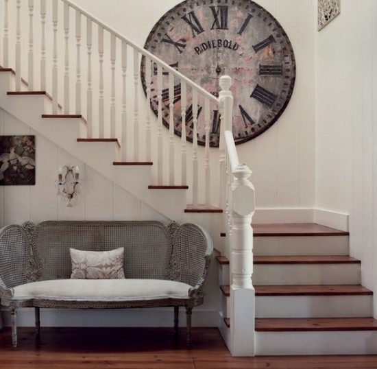 Staircase- in- the- interior- of- the- house-555-18
