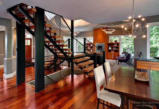 Staircase- in- the- interior- of- the- house-555-5