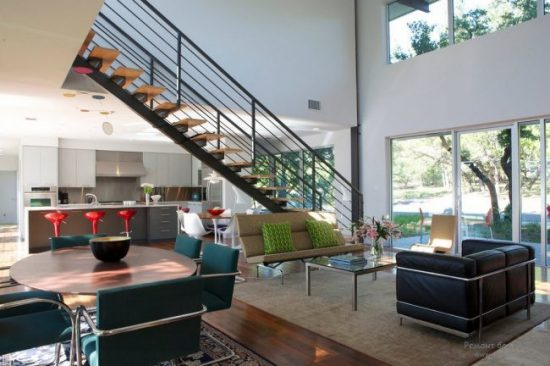 Staircase- in- the- interior- of- the- house-555-6