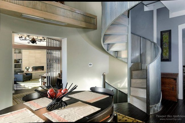 Staircase- in- the- interior- of- the- house-555-9