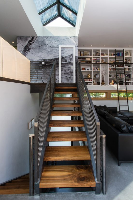 Staircase- in- the- interior- of- the- house-555
