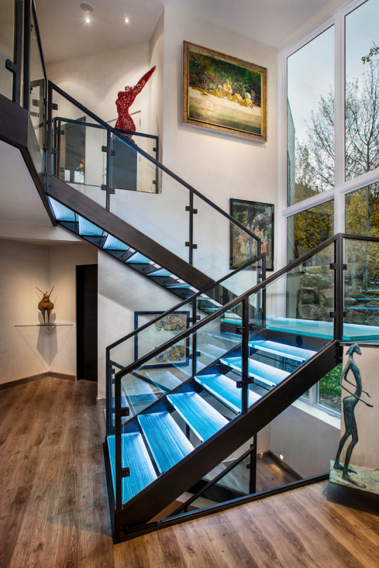 Staircase- in- the- interior -of- the -house-9