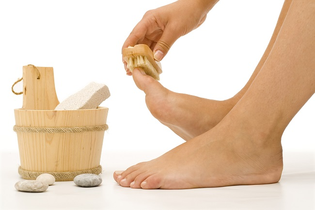 woman cleaning her foot whit a brush1