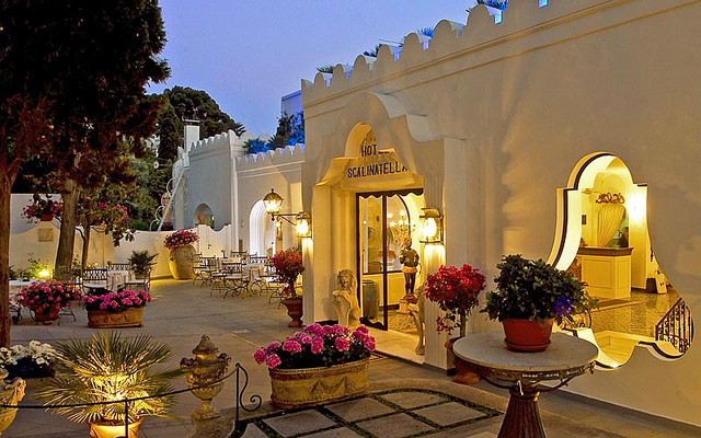 La-Scalinatella-Romantic-Hotel-in-Italy-888