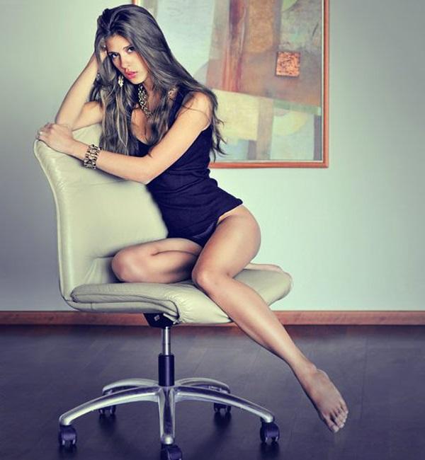 Пози, седнали на стол