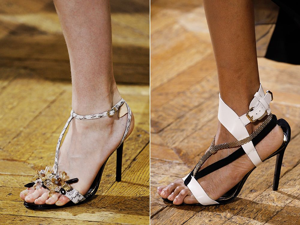 Sandals with a T-shaped clasp spring-summer 2017