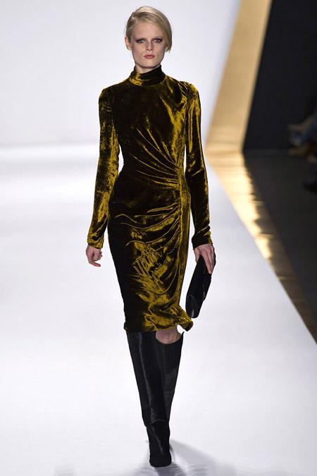 Velvet- dress- is- a-chic- look-12
