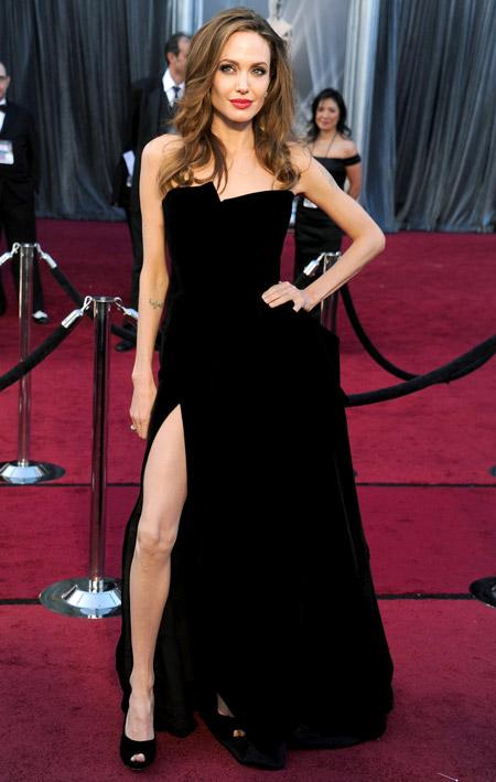Velvet- dress- is- a- chic- look-13