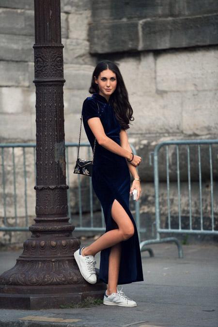 Velvet- dress- is- a- chic- look-16