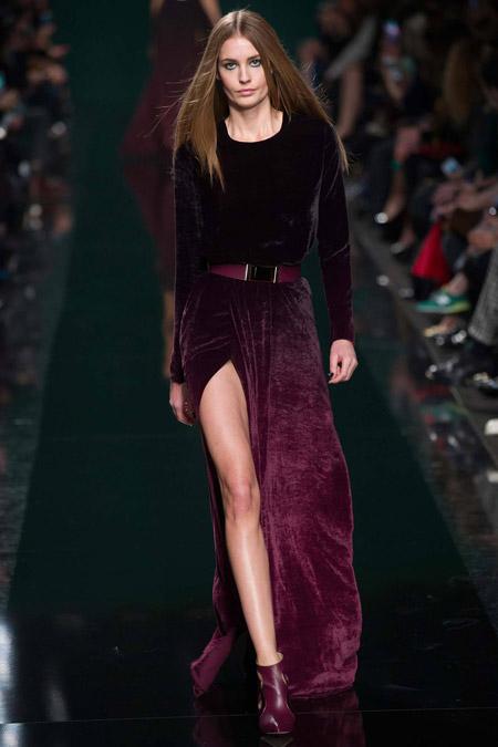 Velvet- dress- is- a- chic- look-17