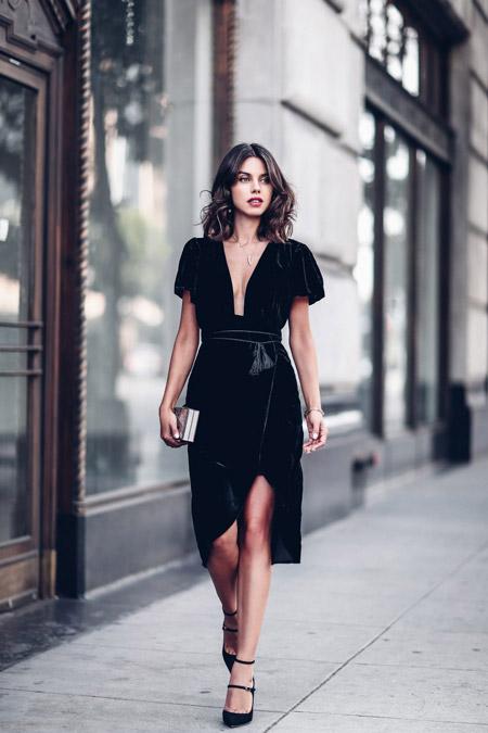 Velvet- dress- is- a- chic- look-18