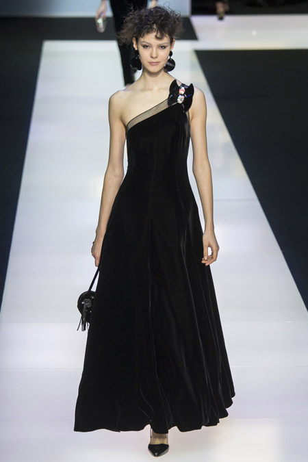 Velvet- dress- is- a-chic- look-20