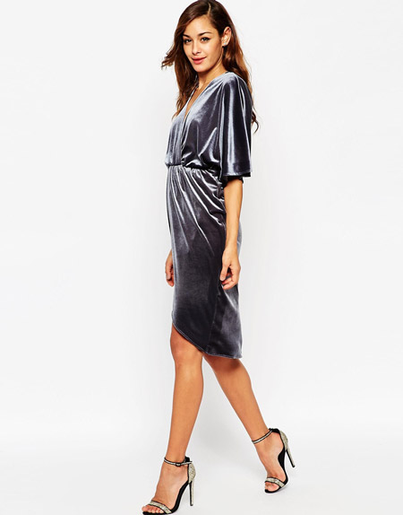 Velvet- dress- is- a- chic- look-21