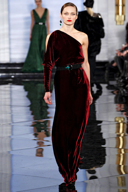 Velvet- dress- is- a-chic- look-22
