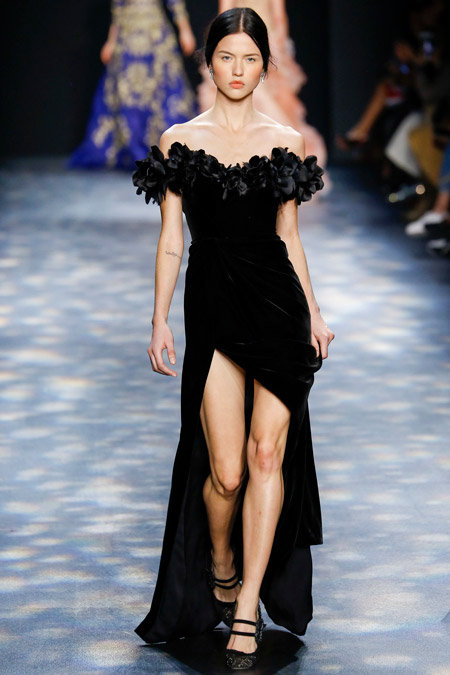 Velvet- dress- is- a- chic- look-23