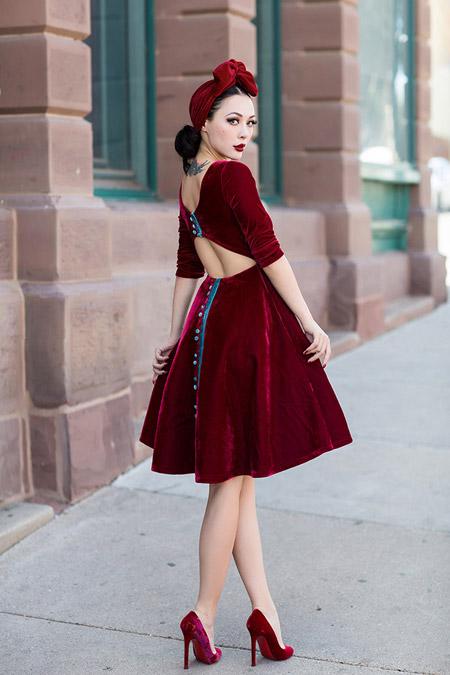 Velvet- dress- is- a- chic- look-25