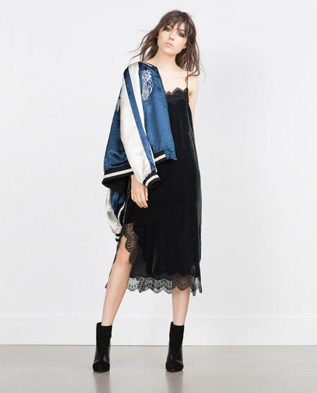 Velvet- dress- is- a- chic- look-26