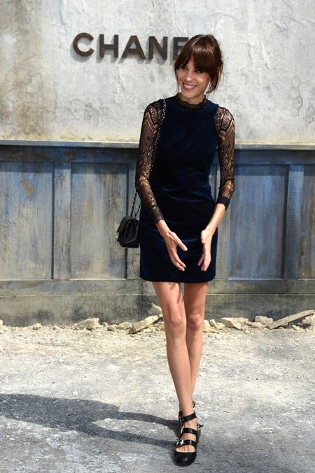 Velvet- dress- is- a- chic- look-28