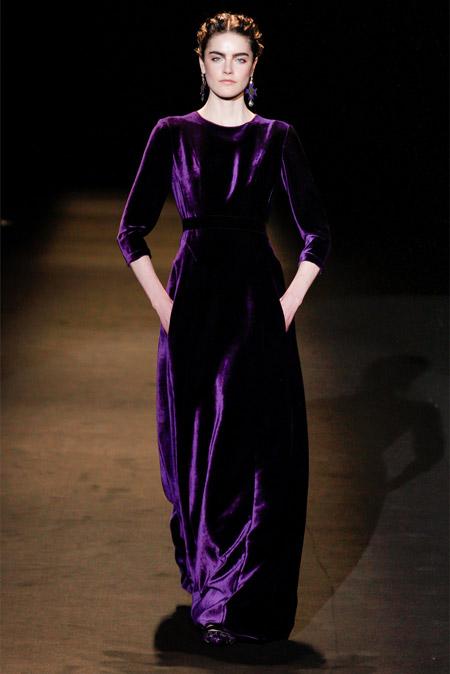 Velvet- dress- is- a- chic- look-3-24beautytutorial.com