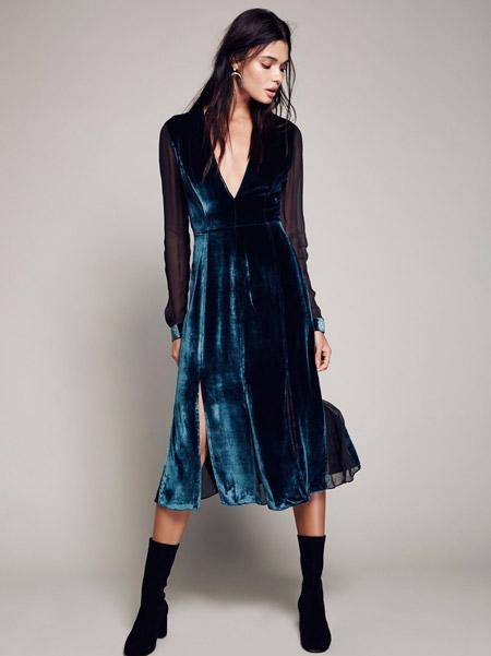 Velvet- dress- is- a-chic- look-30