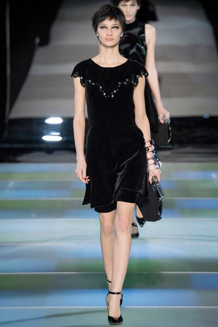 Velvet- dress- is- a- chic- look-36