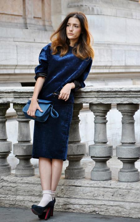 Velvet- dress- is- a- chic- look-38