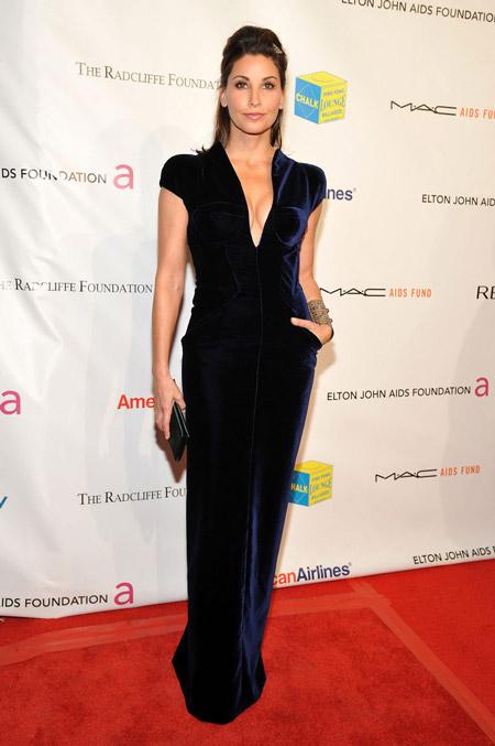 Velvet- dress- is- a- chic- look-39
