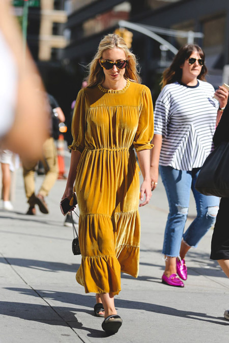 Velvet- dress- is- a- chic- look-4
