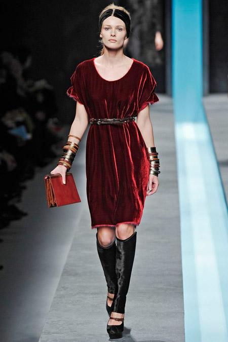 Velvet- dress- is- a-chic- look-44