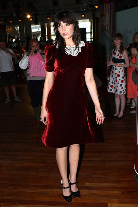 Velvet- dress- is- a- chic- look-45