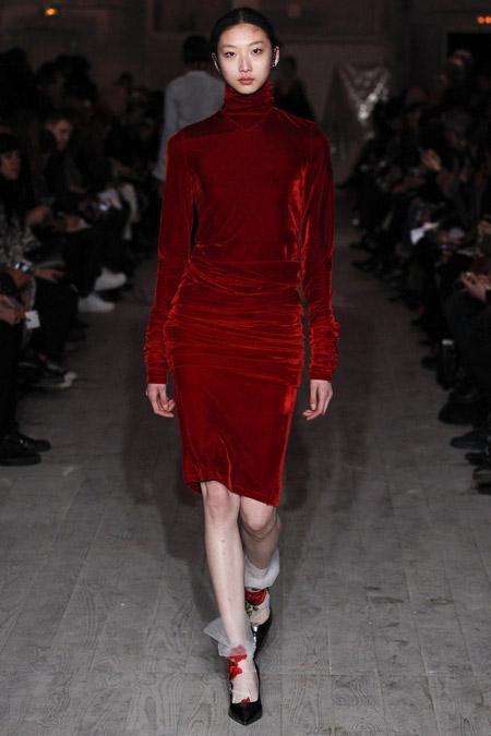Velvet- dress- is- a- chic- look-46
