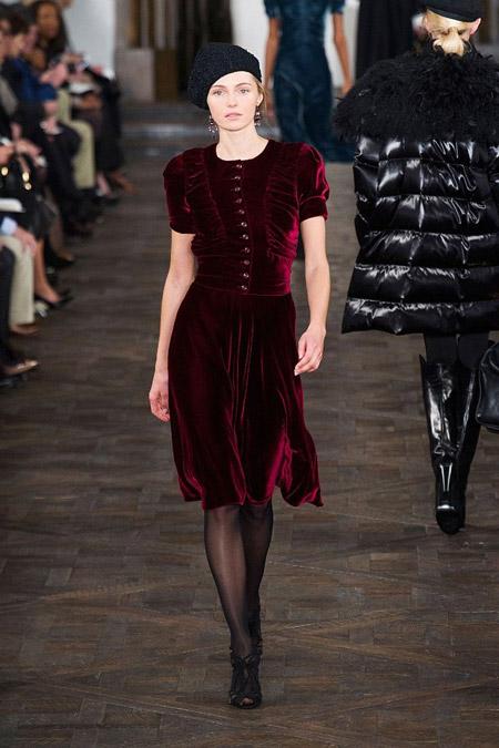 Velvet- dress- is- a- chic- look-47