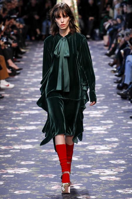 Velvet- dress- is- a-chic- look-50