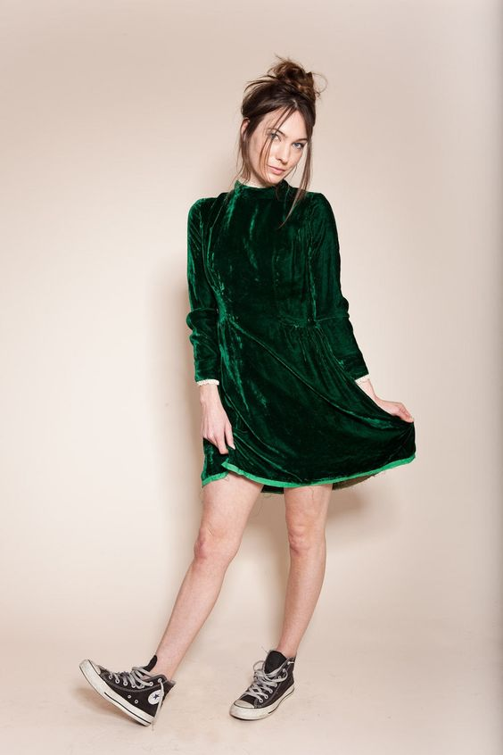 Velvet- dress- is- a- chic- look-52