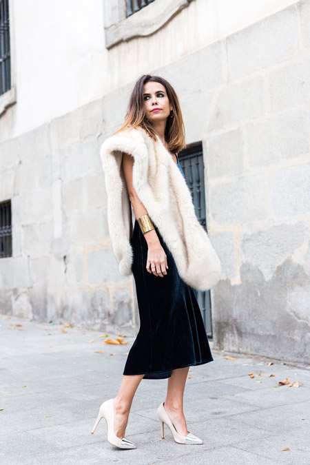 Velvet- dress- is- a-chic- look-9