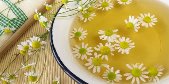 A decoction of a string and chamomile from contact dermatitis