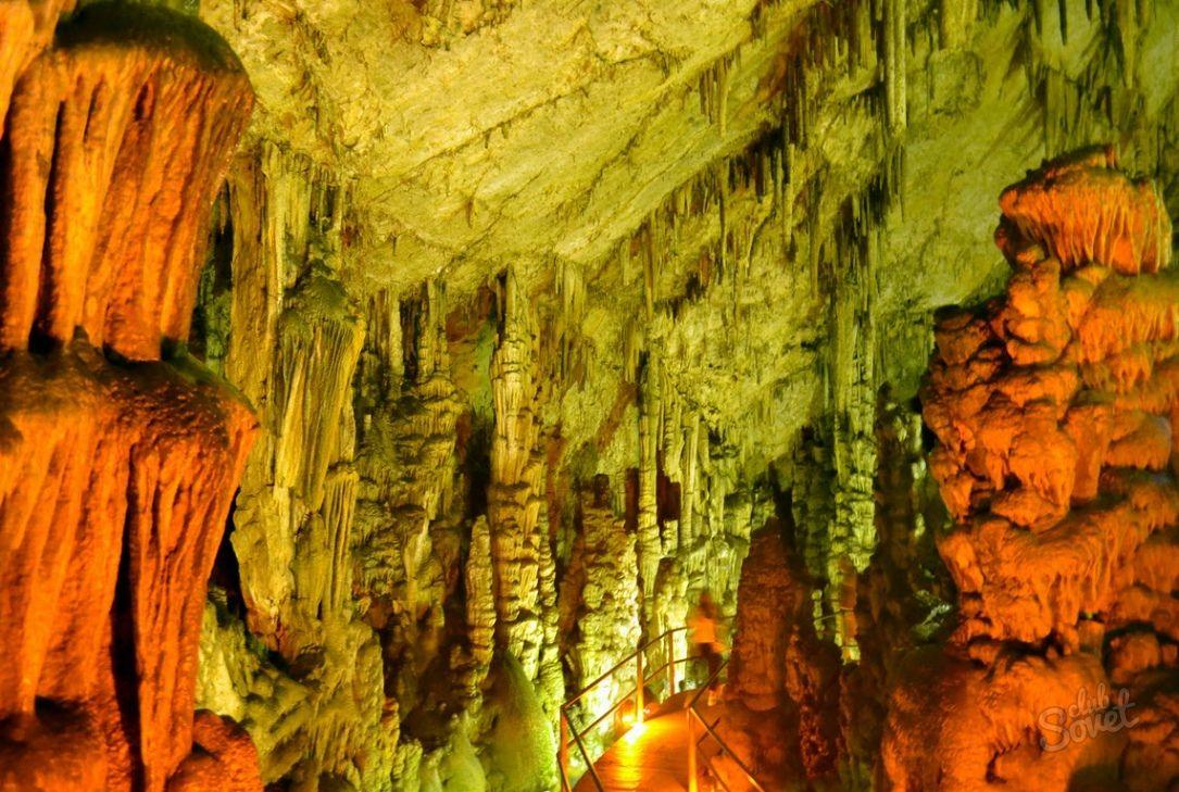 1085x1500_greece_cave_of_zeus