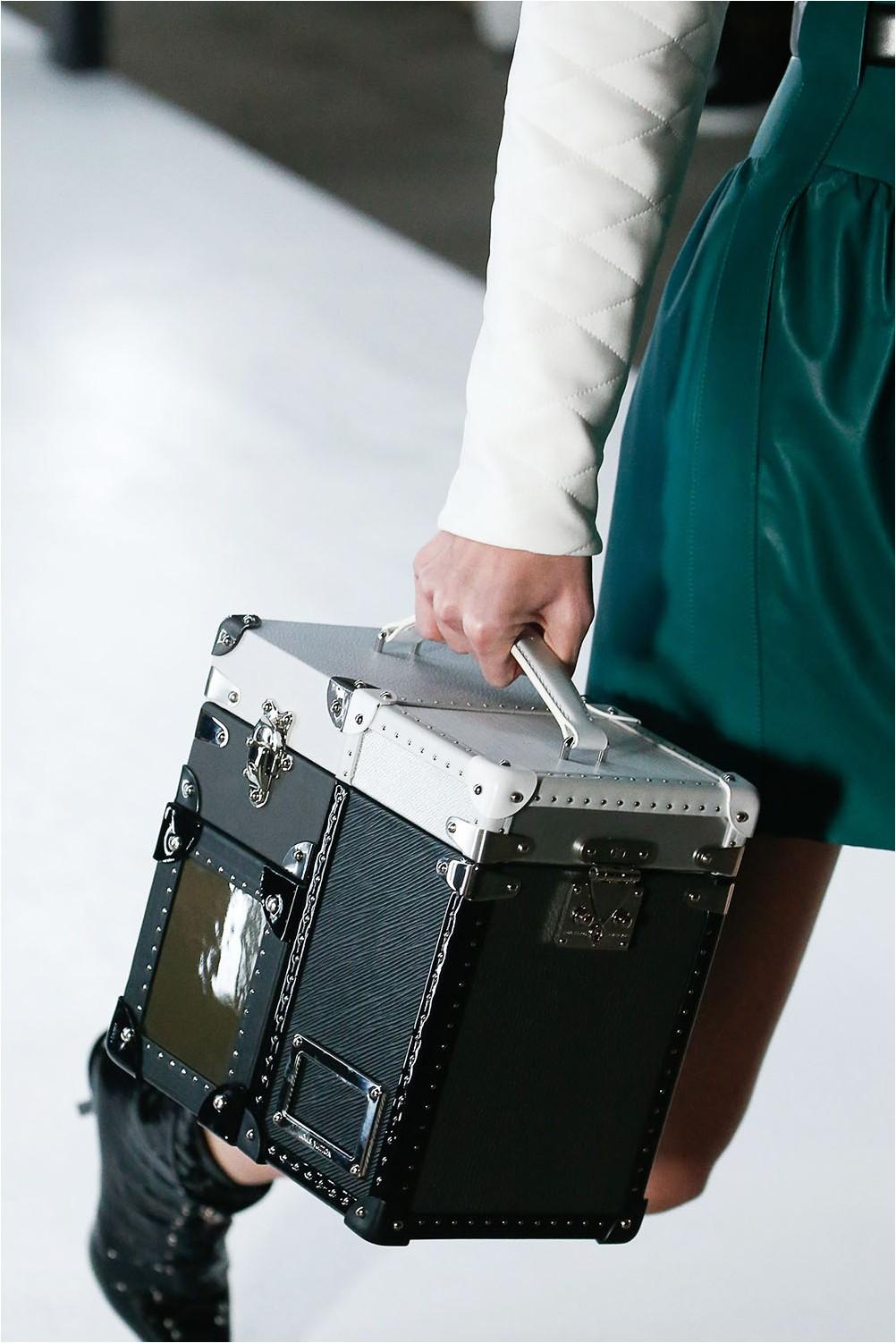 Чанти за кутии Louis Vuitton