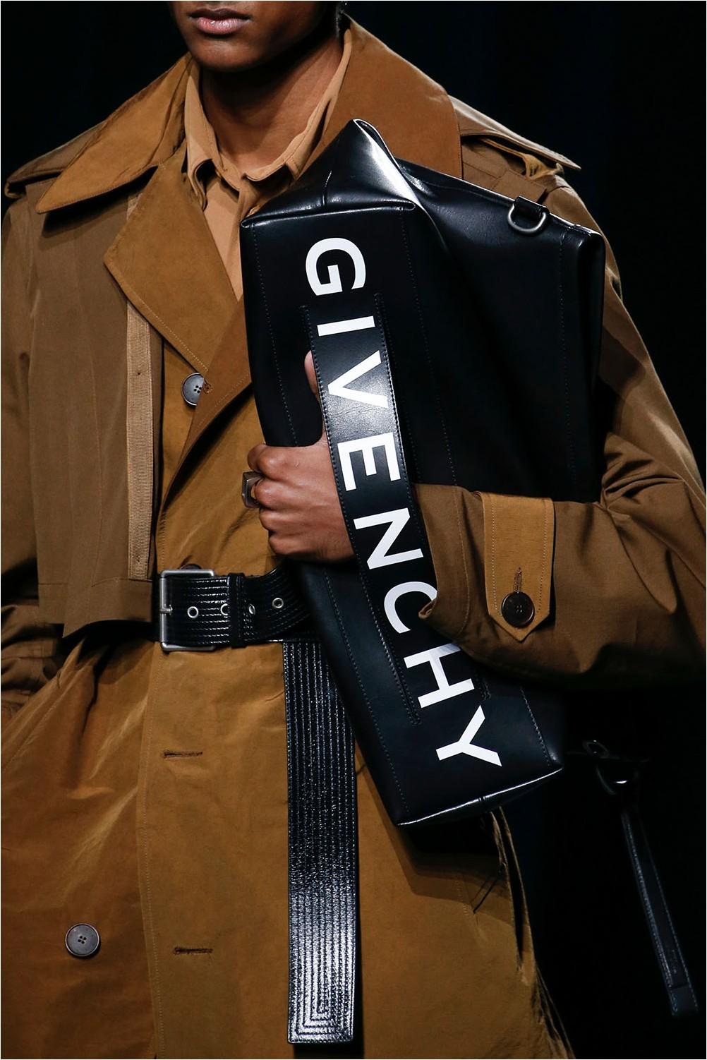 Чанта с лого на Givenchy
